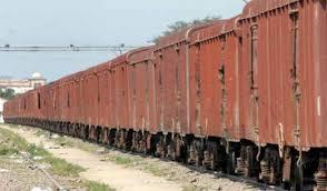 रेलवे पर पड़ी मंदी की मार, माल ढुलाई हुई बुरी तरह प्रभावित