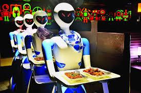 भुवनेश्वर के इस रेस्टोरेंट में रोबोट परोसते हैं खाना, लोगों की जुट रही है भीड़