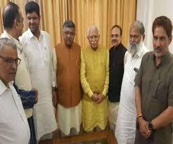 राज्यपाल से मिलने पहुंचे खट्टर, रविशंकर प्रसाद और दुष्यंत भी साथ