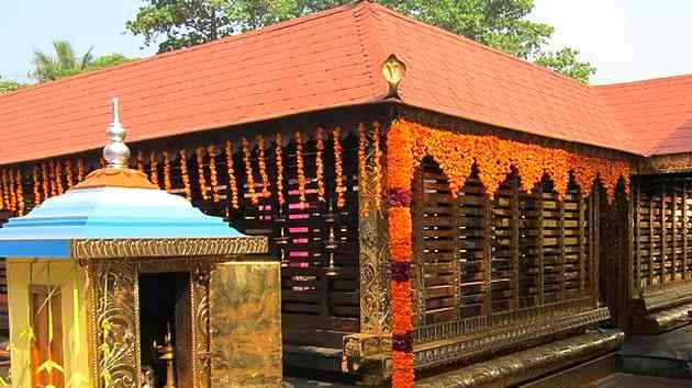 अनूठा मंदिर ! जहां मर्द पहनते हैं जनाने कपड़े…