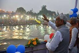 बिहार सीएम ने छठ महापर्व को अपने परिवार के साथ मनाया, दी शुभकामनाए
