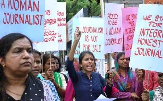 महिला पत्रकारों ने की प्रेस क्लब के सचिव को हटाने की मांग, निकाला मार्च