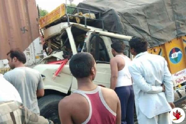 ऑटो रिक्शा और लौरी के बीच भिडंत में 6 लोगो की मौत