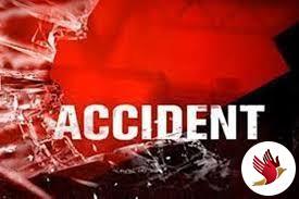 2 ट्रकों की चपेट में आने से राहगीर को मिली दर्दनाक मौत