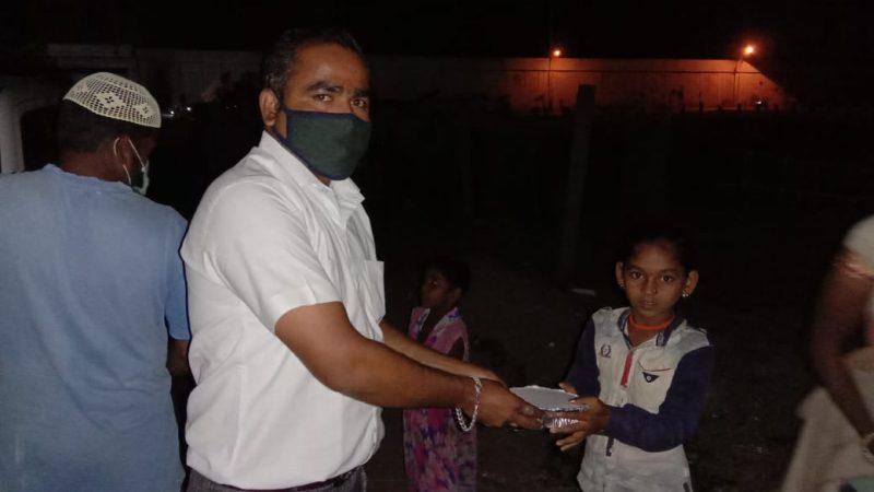 बोईसर : तारापुर औद्योगिक क्षेत्र व परिसर में मज़दूरों को 620 फ़ूड पैकेट्स रोजाना बनाकर गरीबो के घरों तक पहुचाये