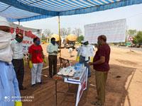 मारूताल बायपास पर हेल्प डेस्क स्थापित कर प्रवासियो को खाद्य सामग्री का किया वितरण