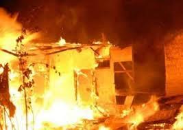 दिल्ली के राजेंद्र नगर में गहनों के शोरूम में लगी भीषण आग