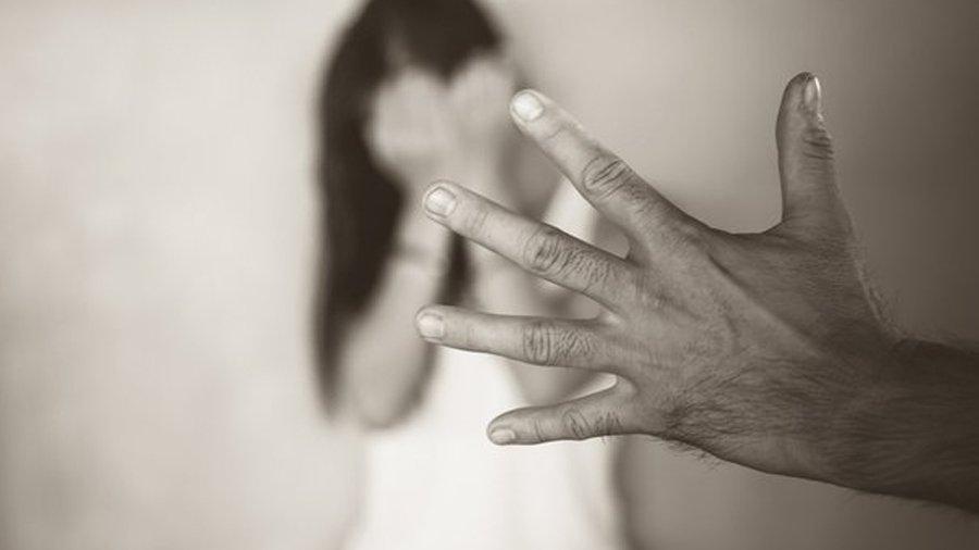 """પિતાના હેવાન મિત્રએ યુવતીના ફિયાન્સને કહ્યું """"તારી મંગેતરે મારી જોડે શારીરિક સબંધ બાંધ્યા છે"""""""