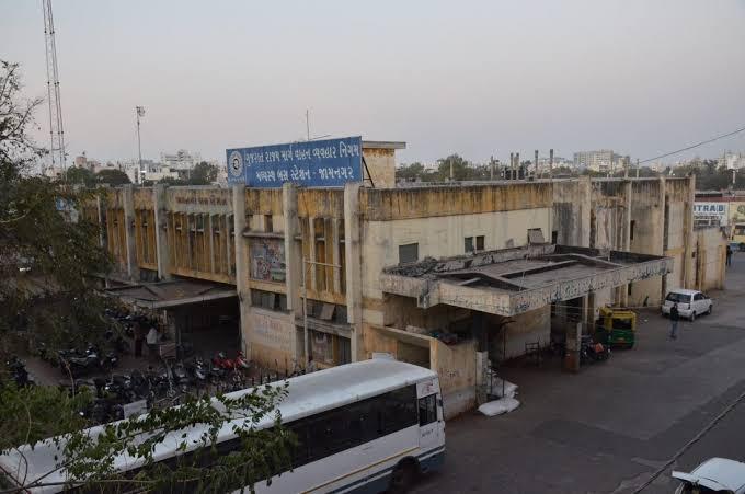 જામનગર એસ.ટી. ડેપોમાં માસ્ક સોશિયલ ડિસ્ટન્સિંગનો ઉલાળિયો