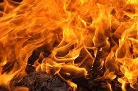कमरे में आग लगने से जिंदा जले तीन लोग