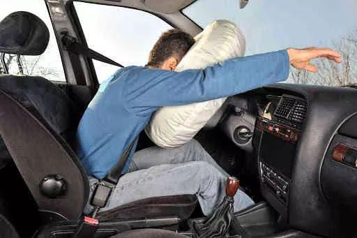 કારમાં ફ્રન્ટ સીટ પેસેન્જર્સ માટે એરબેગ ફરજિયાત : 1 લી એપ્રિલથી અમલ…!