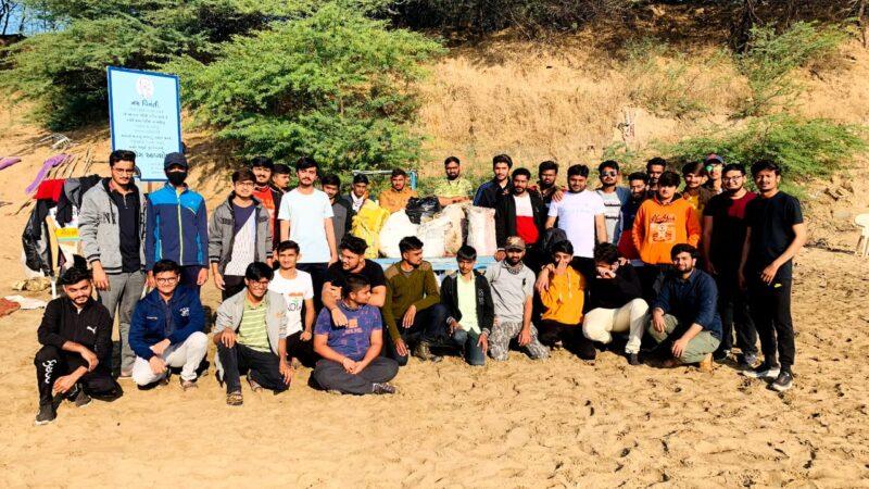 ભાવનગર : મહુવા ભવાનીના દરિયાકાંઠાની વિદ્યાર્થીઓ દ્વારા સાફ સફાઈ અંગેની પ્રેરણાદાયક કામગીરી…