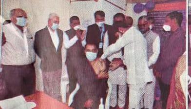 જામનગરમાં રાજ્યમંત્રી ધર્મેન્દ્રસિંહ જાડેજાએ તેમની ઉપસ્થિતિમાં રસીકરણનો પ્રારંભ કરાવ્યો