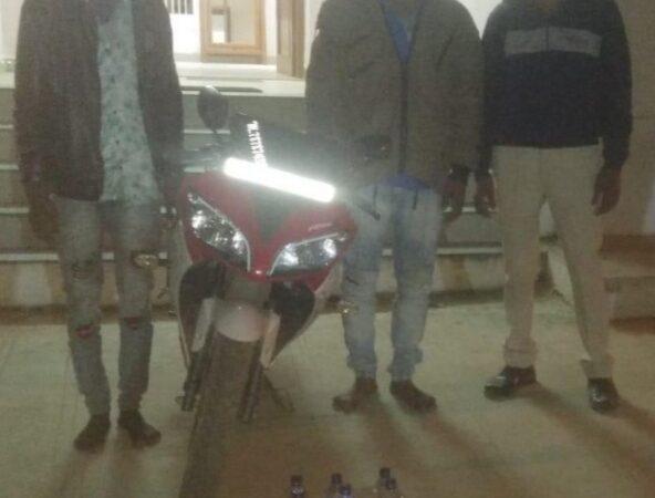મોટરસાયકલ પર ગેરકાયદેસર ઈંગ્લીશ દારૂની હેરાફેરી કરતા બે ઇસમોને પકડી પાડતી મેઘરજ પોલીસ