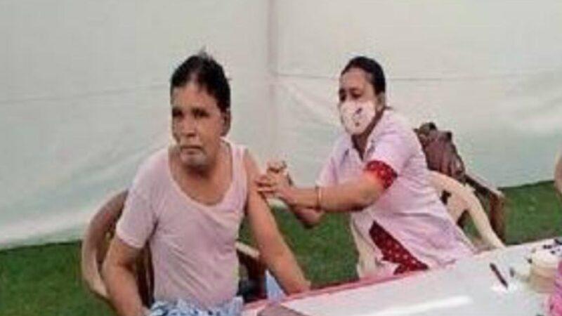 કલોલ તાલુકાના સઈજ ગામમાં ઈફ્કોના કર્મચારીઓ માટે રસીકરણ કેમ્પ યોજાયો