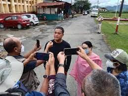 मणिपुर : राज्य सरकारने  किशोरचंद्र वांगखेम को कियारिहा